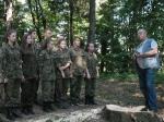 Klasa wojskowa porządkuje grodzisko