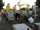 SKC sprząta groby